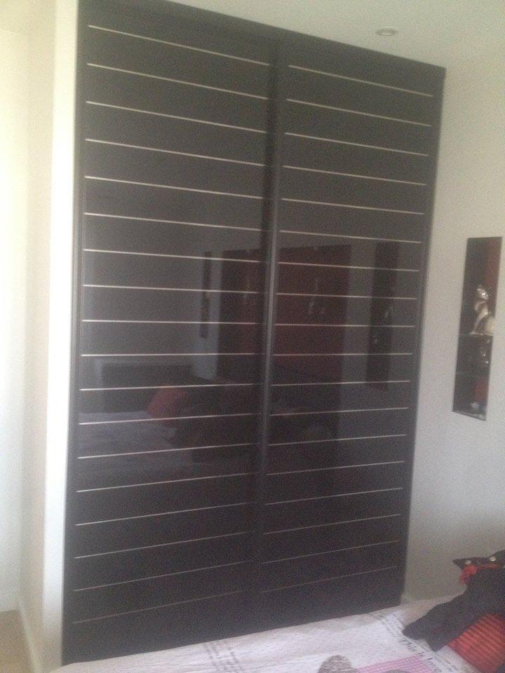 Portes de dressing coulissantes noires par Loire Agencement dans le Maine-et-Loire à Liré (49)