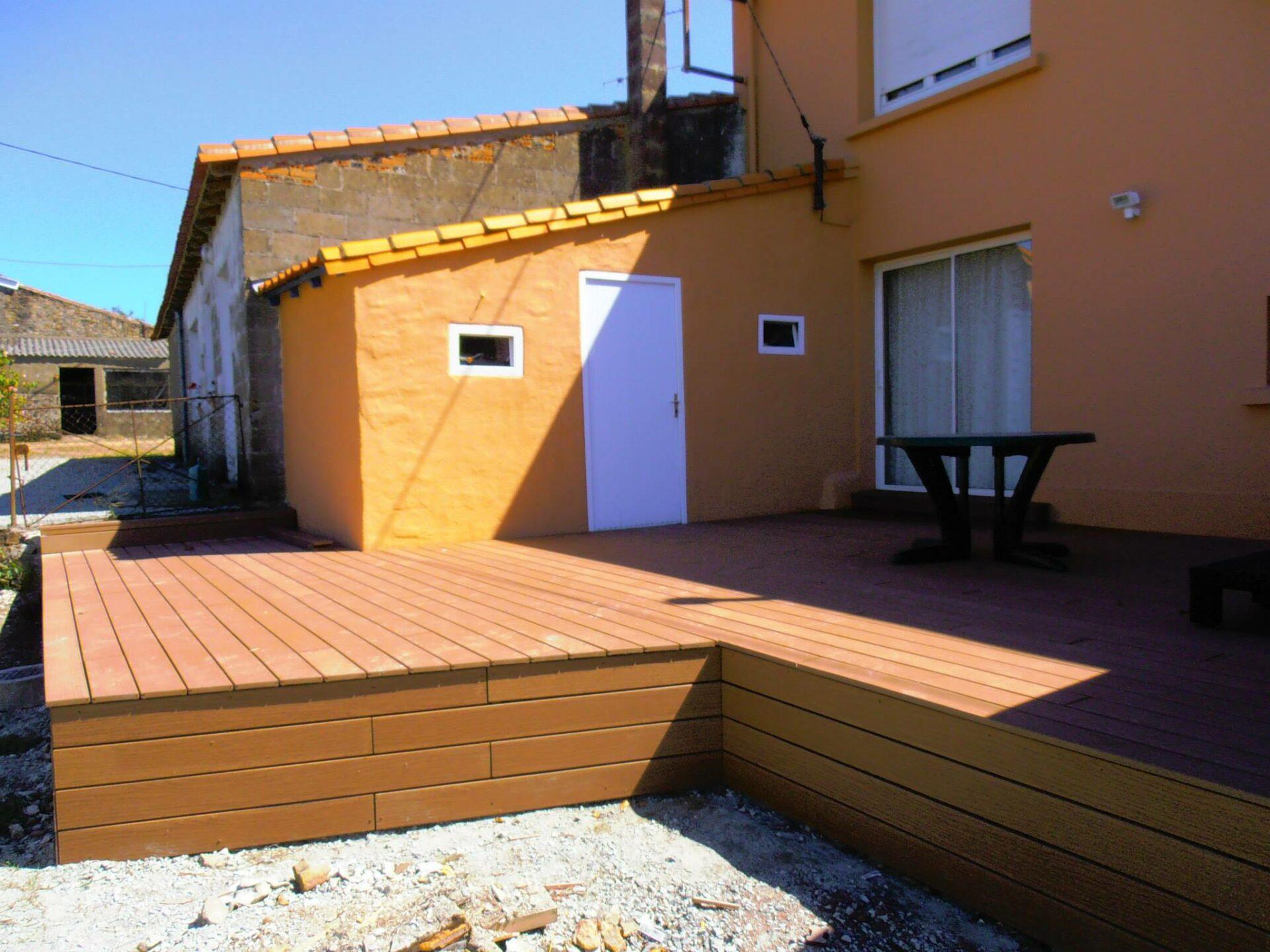 Terrace en bois par Loire Agencement à Liré