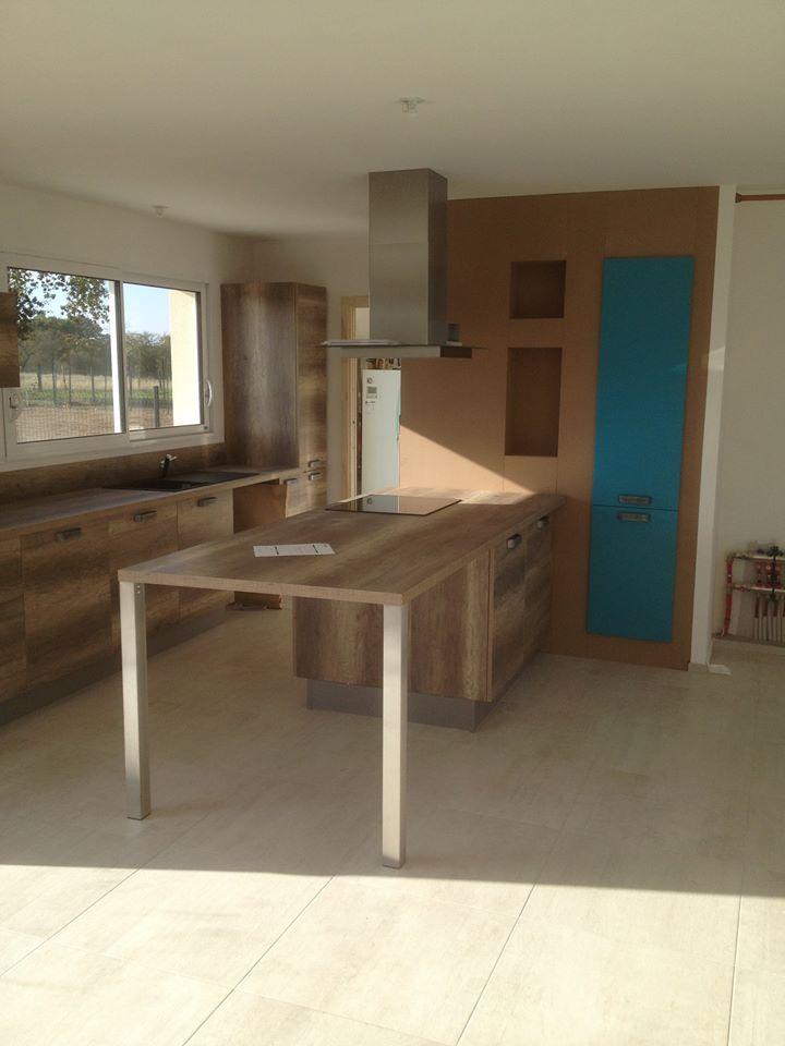 Meubles de cuisine en bois moderne par Loire Agencement à Liré dans le Maine-et-Loire (49)