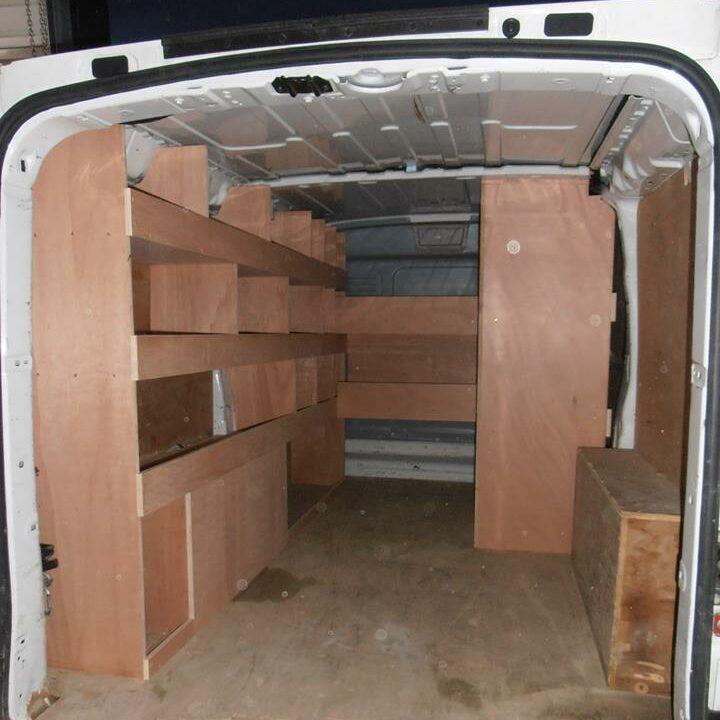 Aménagement d'un camion avec menuiseries par Loire Agencement à Liré