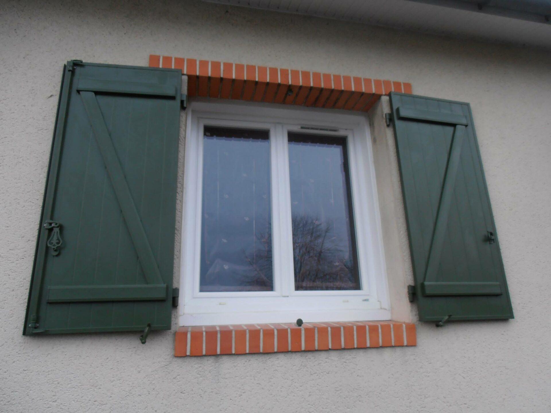 Volet en bois peints en vert par Loire Agencement dans le 49 et 44