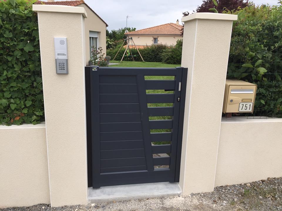 Portail avec interphone et muret par Loire Agencement dans le Maine-et-Loire et en Loire Atlantique